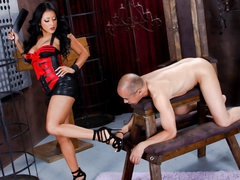 Undressed slave man stands still in front of darksome haired latin domina Kiara Mia. This babe makes him lick her legs and feet before she bares her biggest tits and big wet ass. This babe spreads her big buttocks right in front of her slave man.