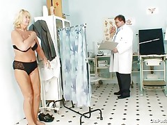 blonde mature getting ready to examine her body