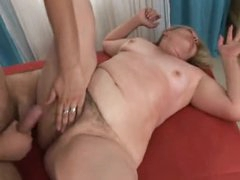 He fucks fat mature in her hairy pussy