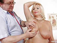 blonde mature floozy examined in her big fur pie
