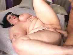 Fat bitch with shaved box pounded