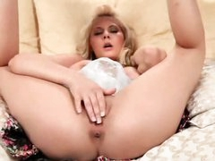 Golden-haired named Madison fingers her pussy