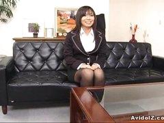 Sexy secretary Satomi Maeno sucks an unattractive dick!