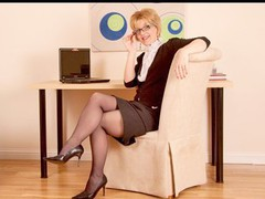 Hawt mature business woman in glasses fingers her muff