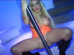 Pole dancing Savannah Gold gets her payment in prick