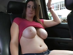 Sexy siren stuns with her incredible body and soaked fellatio